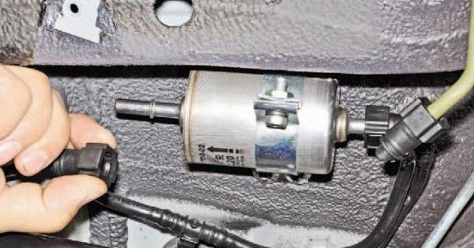 Топливный фильтр Спрак, замена