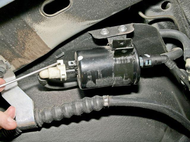 Демонтаж топливного фильтра Шевроле Лачетти