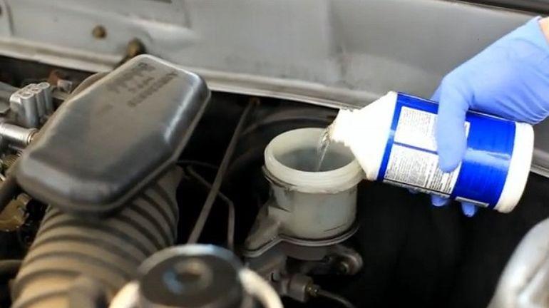 Замена тормозной жидкости в Шевроле Авео