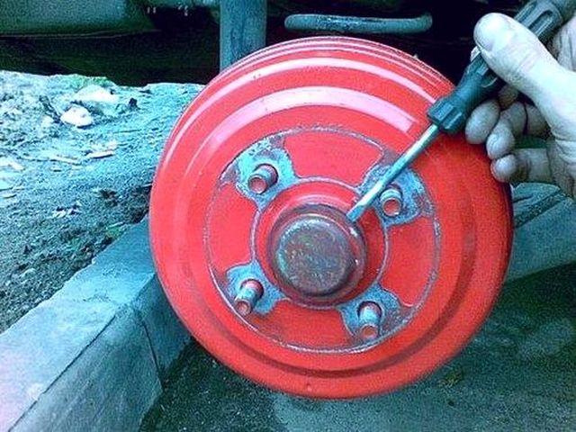 Демонтаж защитный колпачок ступицы Шевроле Авео