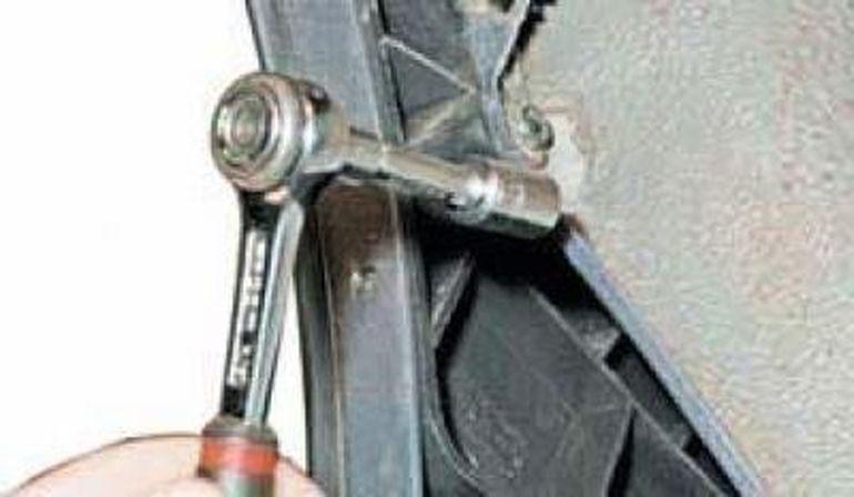 Замена заднего бампера Шевроле Ланос