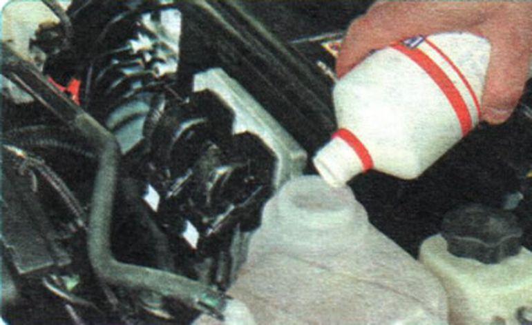 Замена охлаждающей жидкости Шевроле Авео