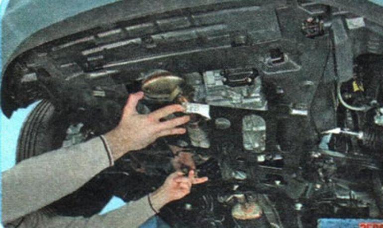 Замена подушки (опоры) двигателя Шевроле Авео Т300