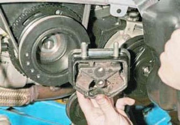 Замена подушки (опоры) двигателя Дэу (Шевроле) Ланос