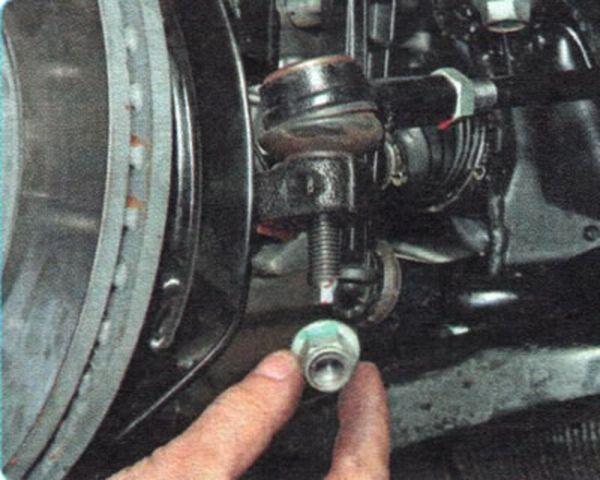 Замена рулевого наконечника Шевроле Авео