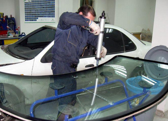Замена заднего стекла Шевроле Ланос