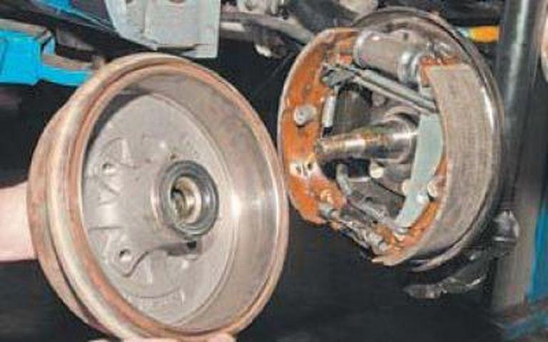 Замена задних тормозных колодок Шевроле Ланос