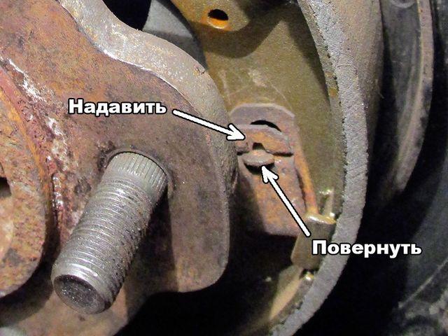Замена задних тормозных колодок Хендай Акцент