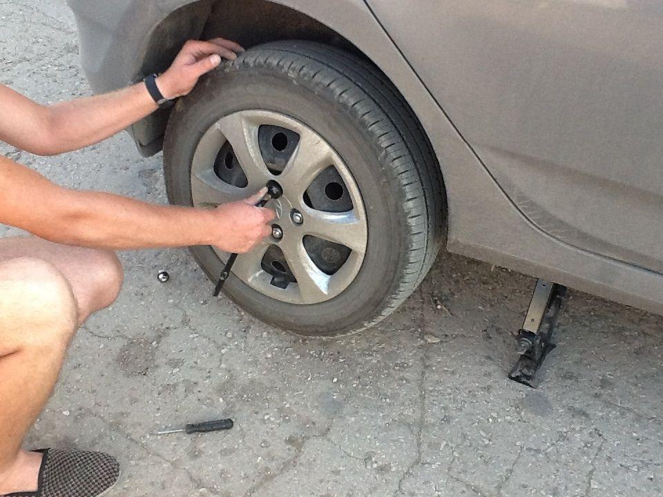 Замена колеса на Киа Рио