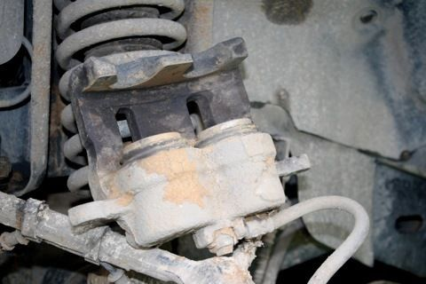 Замена передних тормозных колодок СсангЙонг Кайрон