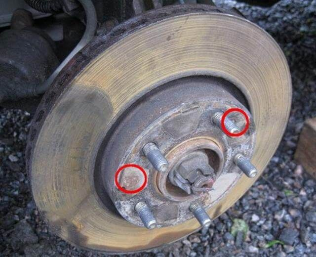 Замена передних тормозных колодок Хендай Туксон