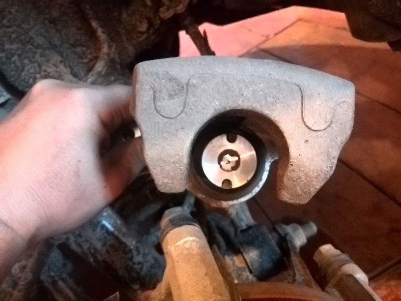 Замена передних тормозных колодок Хендай I30
