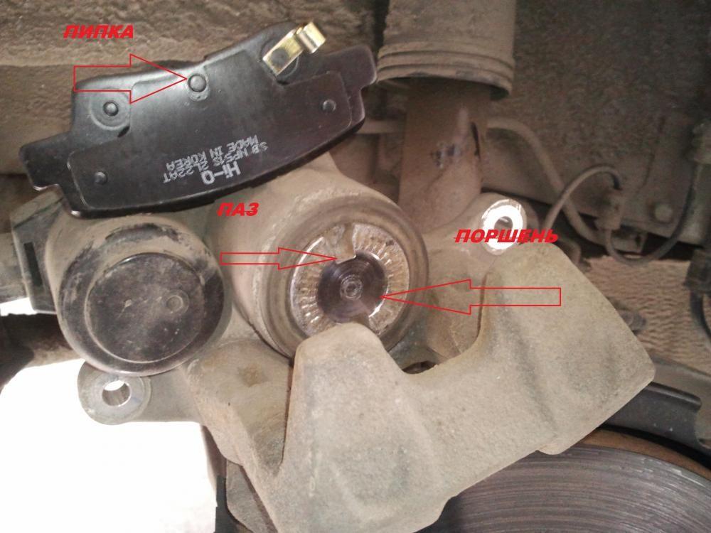 Замена передних тормозных колодок КИА Оптима