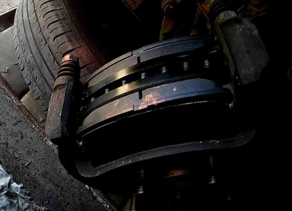 Замена передних тормозных колодок Киа Соул