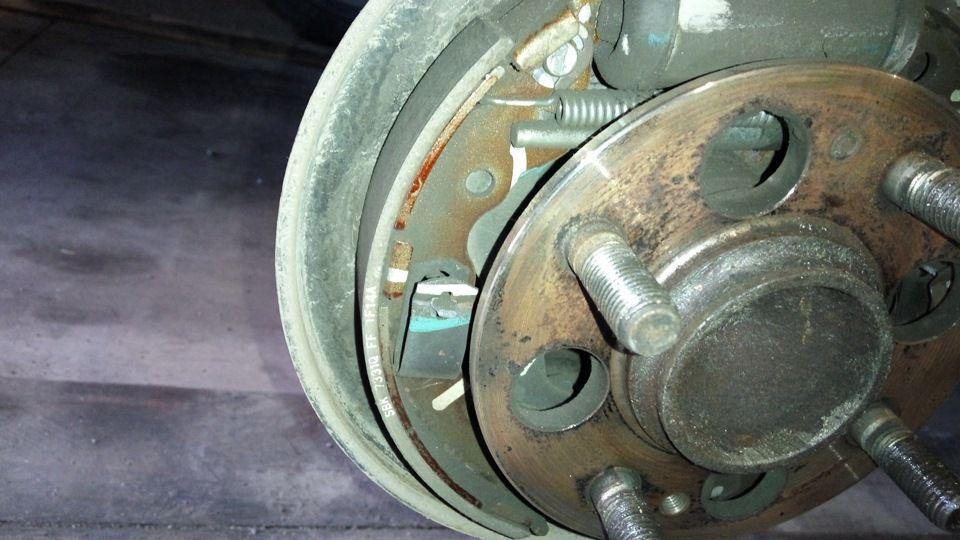 Замена задних тормозных колодок Киа Пиканто