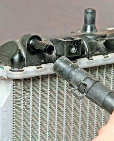 Замена радиатора системы охлаждения Дэу Джентра