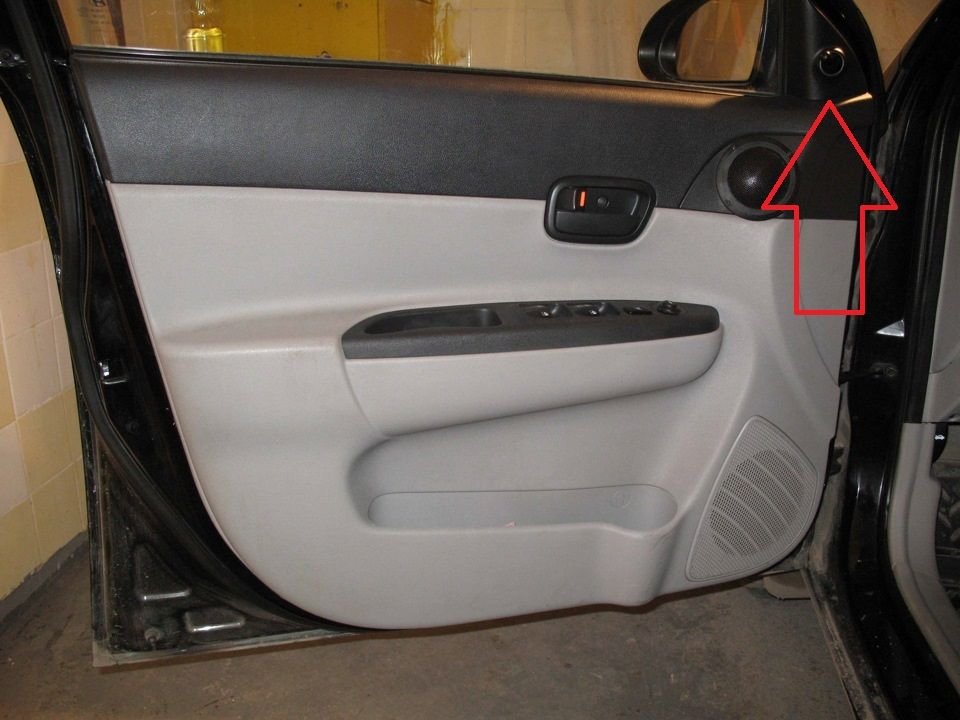 Снимаем внутреннюю накладку зеркала Hyundai Accent