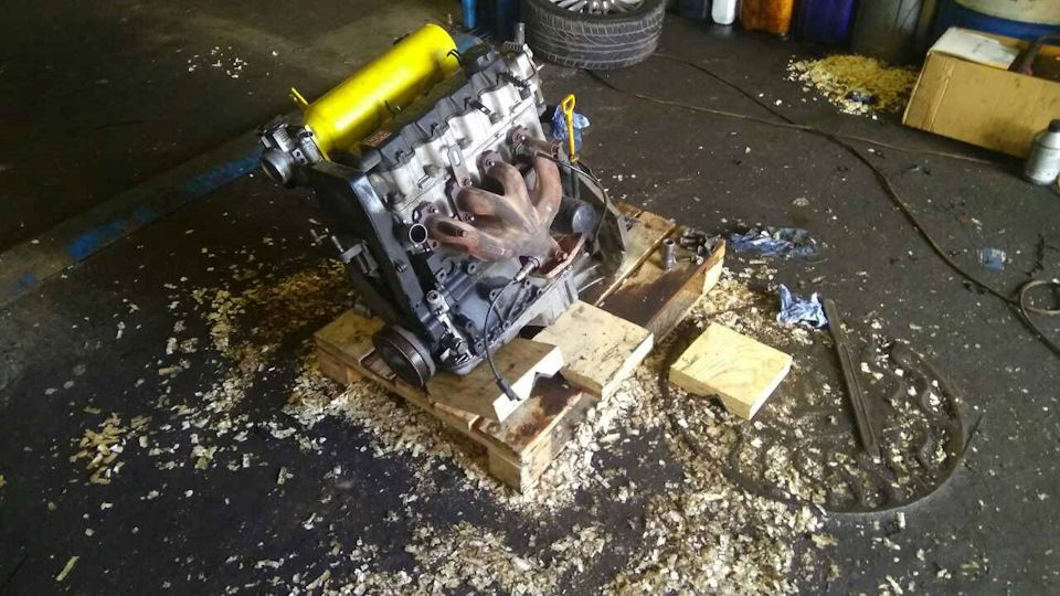 Снятый двигатель Шевроле Авео