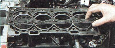 Демонтируем прокладку головки блока Шевроле Авео