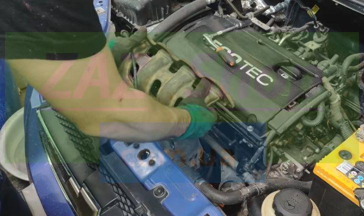 Демонтируем с автомобиля систему выпуска Chevrolet Aveo
