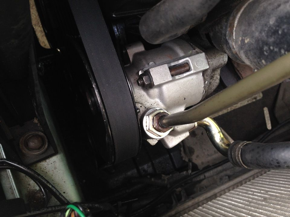 Установленный насос ГУРа Chevrolet Lacetti