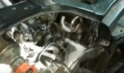 Снимаем правую фару Chevrolet Aveo