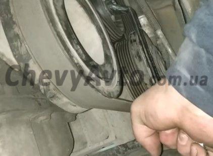 Снимаем ремень генератора Chevrolet Aveo
