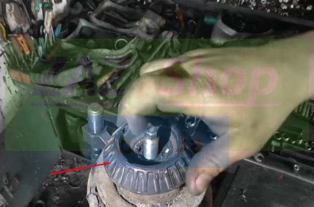 Снимаем стопор пружины амортизатора Chevrolet Aveo т250