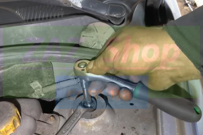 Откручиваем шток амортизатора Chevrolet Aveo т250