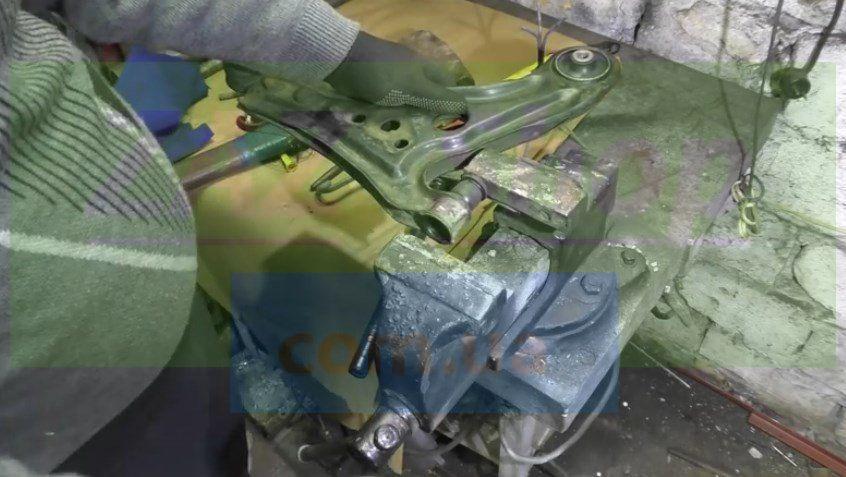 Запрессуем новые сайлентблоки в передние рычаги Шевроле Авео