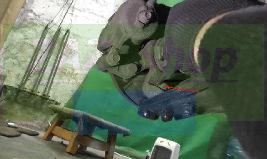 Снимаем поворотный кулак и рычаг в сборе Шевроле Авео