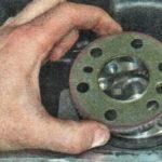 Ставим диск измерения частоты вращения коленвала м