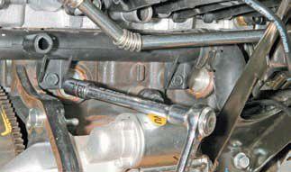 Крепление КПП к двигателю Шевроле Лачетти