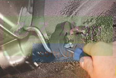Снимаем резинку глушителя Шевроле Лачетти