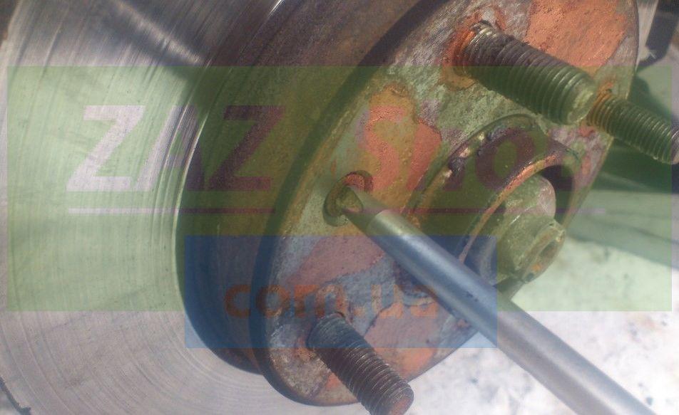 Откручиваем тормозной диск Шевроле Лачетти