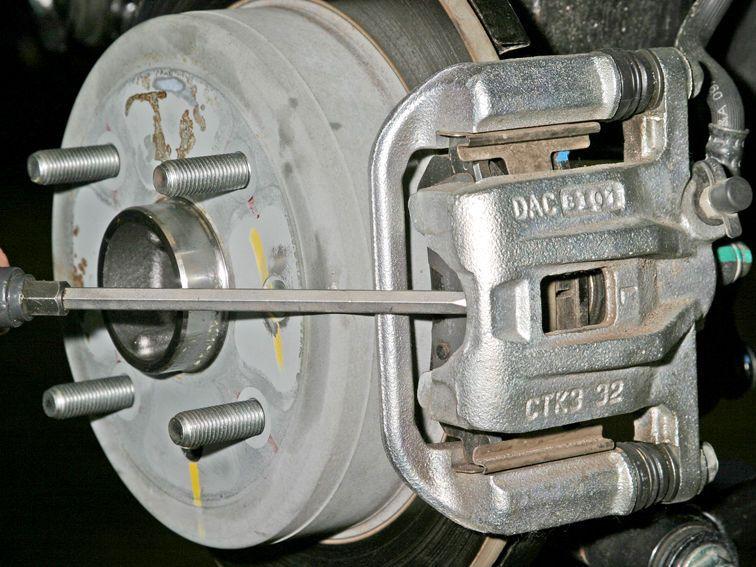 Раздвигаем тормозные колодки Шевроле Лачетти