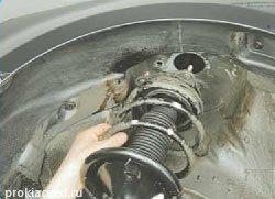 Демонтаж стойки амортизатора KIA Ceed