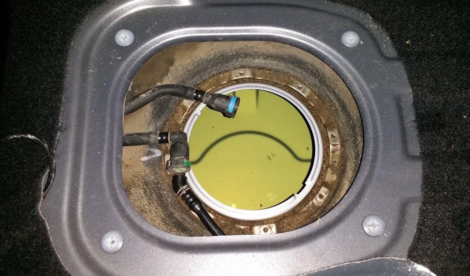 Вынимаем бензонасос с топливным фильтром Киа Сид