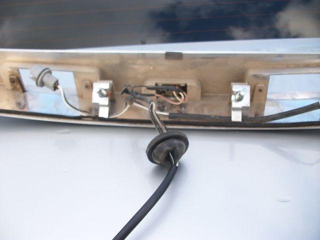 Вынимаем проводку кнопки багажника Шевроле Круз