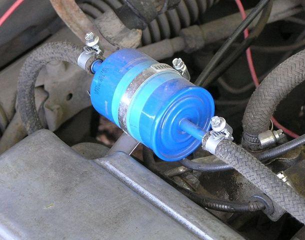 Топливный фильтр под капотом